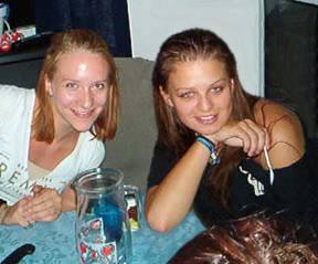 Jag & Lotta i gymnasiet år 2002!